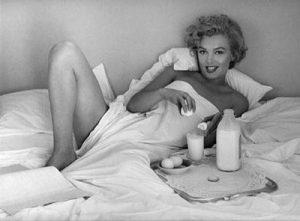 breakfast-in-bed-1953-andre-de-dienes